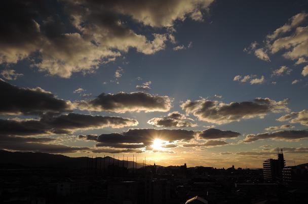 雲間に輝く.jpg